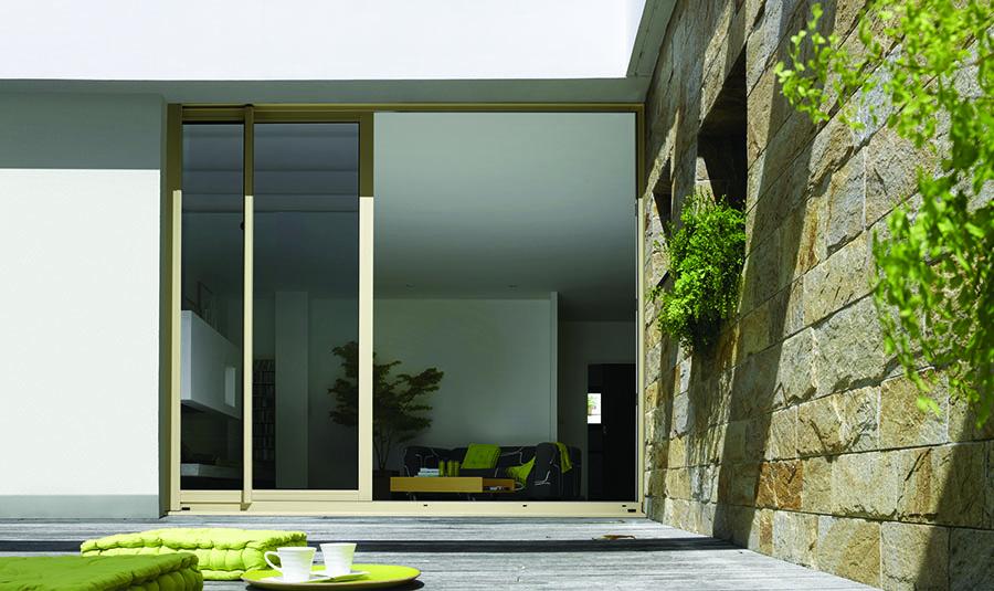 fenetre a galandage perfect pose galandage duangle en aluminium pres de la ciotat with fenetre. Black Bedroom Furniture Sets. Home Design Ideas