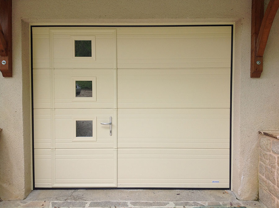 Portes de garage basculantes avec portillon for Diferbat porte garage