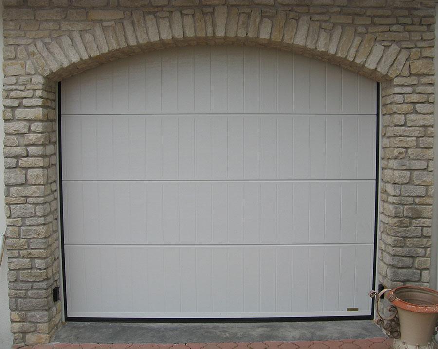 Pose De Porte De Garage Autour De Rennes  Aluminium Sectionnelle